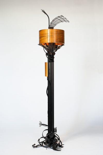 Winged-Garden-floor-lamp_