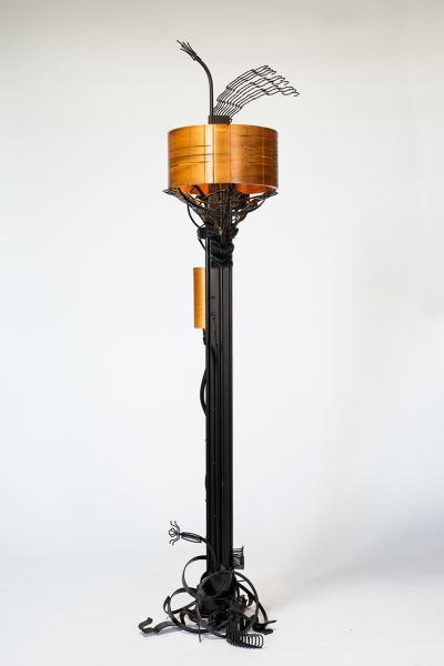 Winged-Garden-floor-lamp_